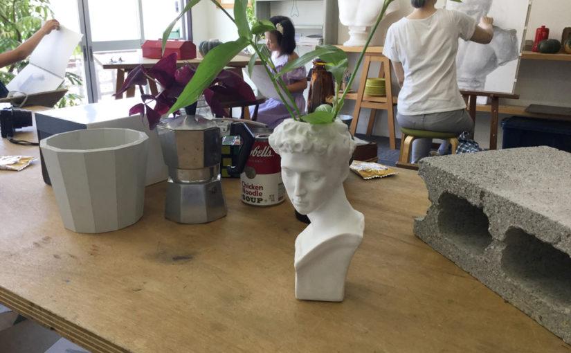 石膏像の花瓶